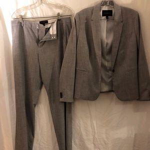 Banana Republic two-piece pant suit, sz. 10/8P